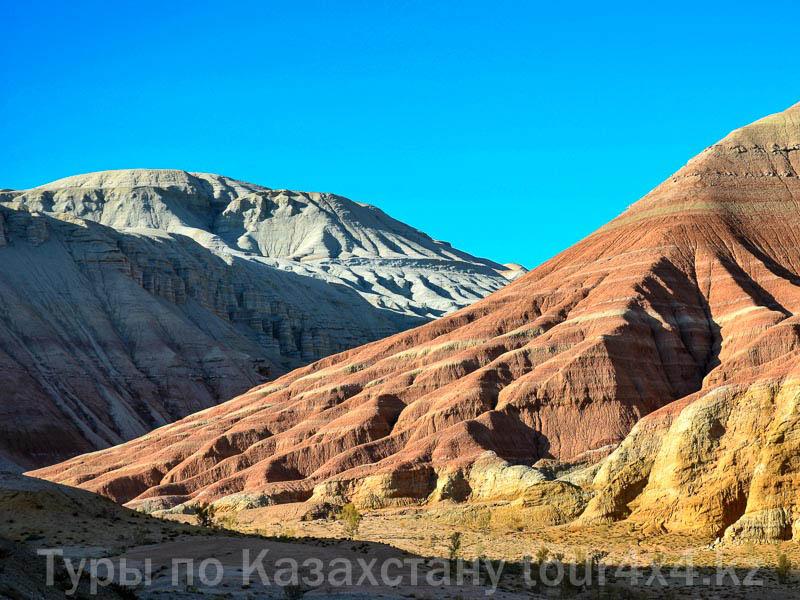Горы Актау. Алтын-Эмель. Туризм отдых в Казахстане.