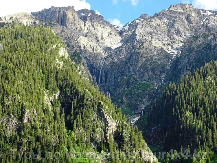 Водопад Бурхан-булак. Туризм отдых в Казахстане.
