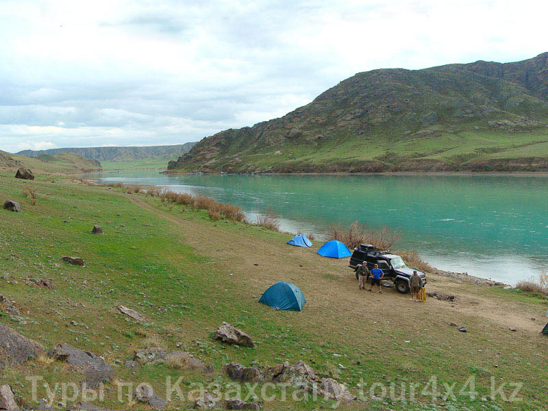 Река Или вид ниже качагайской ГЭС