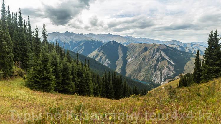Горы вблизи озера Кольсай 1