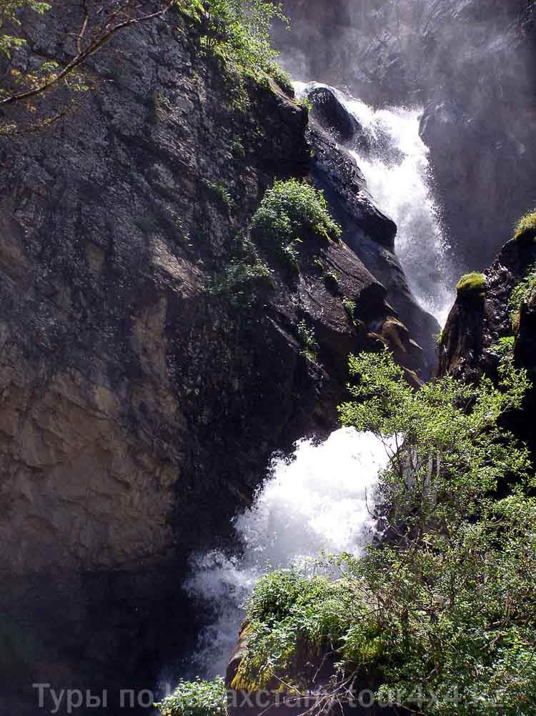 Водопад Кайракский.